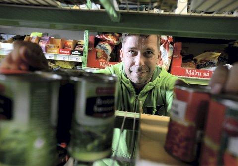 TRANGT OM PLASSEN: I snart tre år har Rune Jansrud ved Kiwi hatt en søndagsåpen «Brustadbu». Om litt kan kanskje søndagshandelen skje i hovedbutikken.
