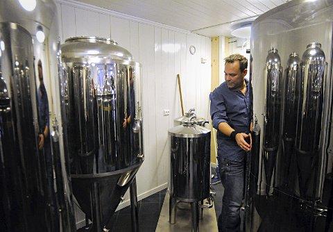 Mikrobryggeri: Mikael Rydell har satt i gang en konkurranse om å fange kongsbergsjela i et øl. foto: Irene Mjøseng