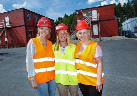 NY JOBB: Fra venstre: Hedda Teig Halvorsen fra Son, Camilla Simonsen Brustad fra Vestby og Ida Fæster Thom fra Rygge har alle fått jobb som traineer ved Sykehuset Østfold. (Foto: Geir Hansen)
