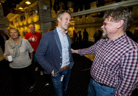 Motpoler: Ordfører Jon-Ivar Nygård (t.v.) argumenterte sterkt for å innføre parlamentarisme, mens LOs Arild Johannessen fastholdt sitt nei. Foto: Erik Hagen