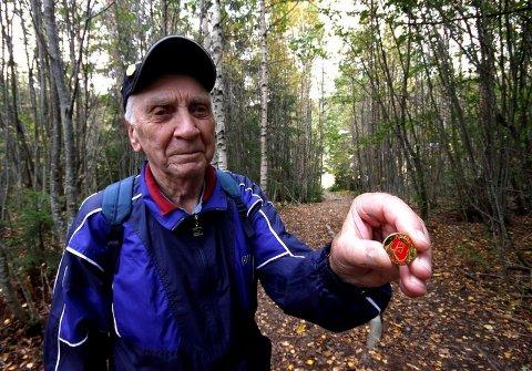 SPREK: Ove Schie fra Midtbygda fyller om en måned 90 år. Søndag deltok den spreke karen i årets Røykenmarsj for femte gang som registrert turgåer. Da vanker det også gullmerke for aktiv deltakelse.