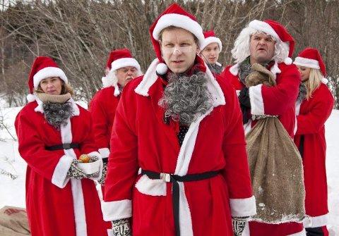 Espen Eckbo (foran) i rollen som Asbjørn i «Nissene over skog og hei». Dette er oppfølgeren til den svært så populære julekalenderen «Nissene på Låven» som gikk i 2001. Asbjørn utvikler i serien et vennskap med Rolf, Bjørn Qvales rollefigur.