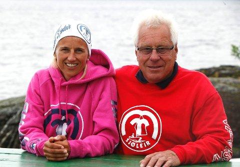 FORNØYD: Anniken og Tomm Murstad kan se lyst på fortsatt drift på Høyerholmen.