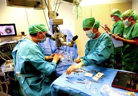 Øyeoperasjon: Med bedre organisering av øyeavdelingene  ville Sykehuset Innlandet kuttet ventelistene i mange måneder, skriver Arne O. Ellingsson i denne kronikke.Foto: Britt M. Solberg