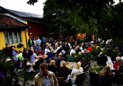 Bakgården: I bakgården ved Opsahlgården står bygget der mikrobryggeriet er plassert.foto: Elin Hansson