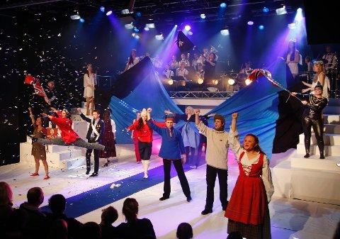 BESTE MUSIKALSKE NUMMER: «Se ilden lyse» avsluttet første akt av Rudrevyen og tok dem helt til topps på årets revykavalkade på Sentrum Scene i Oslo.