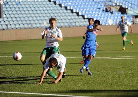 Her scorer Zia Khwshaba sitt første A-lagsmål for Drammen FK. Unggutten scoret to, og hadde også to mål i en kamp dagen før.