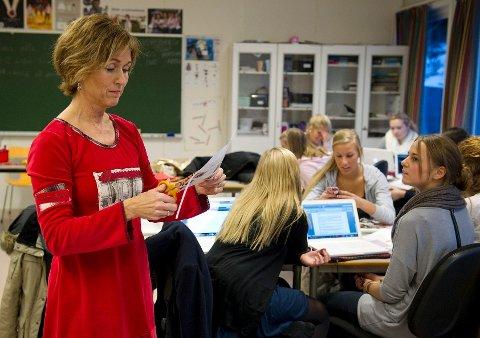 – Jeg er jo lærerutdannet, jobben i NRK skulle jo bare være midlertidig. Nå, 25 år senere, er det endelig på tide. Jeg trives godt på Åssiden, føler at jeg har noe å bidra med, sier Hilde Hummelvoll.