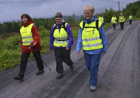 SOSIALT: Frøydis Viddal, Randi Kavli og Turid Møgster har det topp på sine turer.