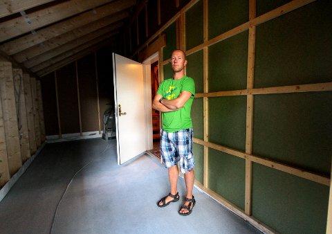 Inngangsdøra i påbygget hos Geir Klevstad og familien sto på vid gap da han og kona kom hjem etter noen ærend.