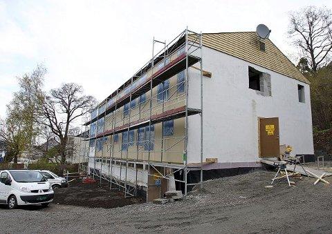 Moss kommunale eiendomsselskap bygger nå om Kleberget 38 (tidligere SOSAkutten) til boliger for vanskeligstilte på boligmarkedet. Det vil bedre situasjonen noe.
