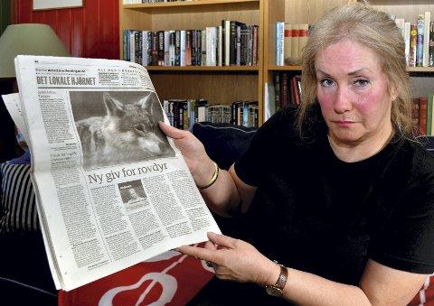 AVISOPPSLAG: Rovdyrverner Kari Wenche Fossum viser fram kronikken hun skrev i Østlendingen i 2011. Den vakte reaksjoner.