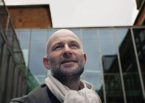 Arkitekt Erling Dokk Holm vil se mer av flotte høyhus i Østfold-byene. Han vil også ha flere sentrumsboliger.