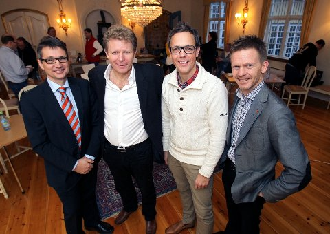 Onsdag overrakte Barnas Fredsverden sin prosjektrapport til ordfører Tage Pettersen i Konventionsgaarden. På bildet fra høyre : Tage Pettersen, ordfører, Håkon Sæther, idéhaver og gründer, Geir Olsen, prosjektleder og Dr. Carsten Rønnfeldt, statsviter.