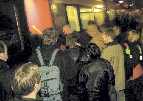 Irriterende: Kronikkforfatteren har pendlet i en tid, og har rukket å bli mektig lei blant annet av at hennes medpendlere er så ivrig på å komme seg inn på toget at de stenger veien for de som skal av toget. (Ps. Bildet er kun en illustrasjon på problemstillingen.)arkivfoto