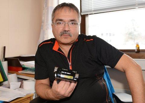 Kolbjørn Sjøseth i Lavangen ble svindlet da han trakk kortet for å kjøpe dette filmkameraet i Puerto de Mogan på Gran Canaria.