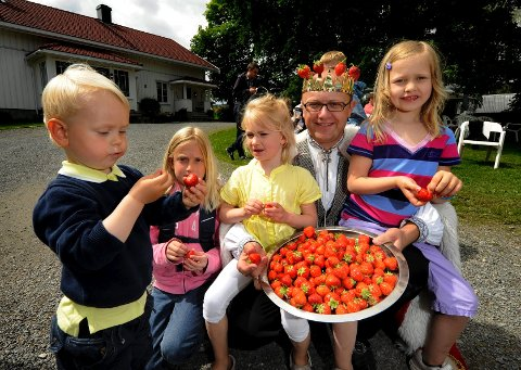 Jorbærkongen kune servere de søteste bær til prinser og prinsesser.