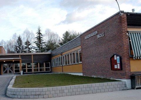 Wenche Akkerhaugen (H) kom med et helt nytt alternativ: Å samle barneskolene i en felles Sauherad barneskole på Akkerhaugen. Det var flertallet positive til.