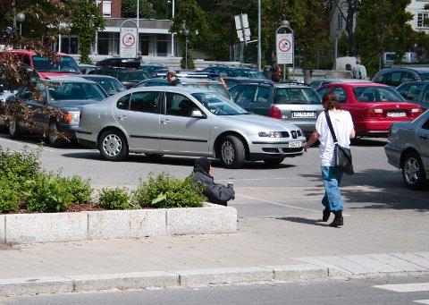 Det er stadig flere tiggere å se rundt omkring i Follo. Venstre mener at så lenge de ikke skader noen ved å tigge på gaten, bør de får lov til å være i fred. Arkivfoto: Stig Persson