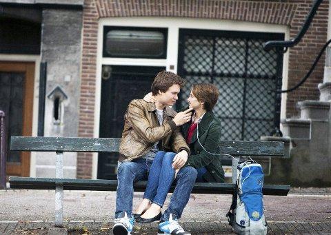 Leverer: Shailene Woodley og Ansel Elgort leverer gode skuespillerprestasjoner i dette amerikanske skjebnedramaet. Foto: Filmweb
