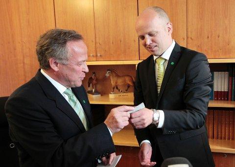 Landbruksminister Trygve Magnus Slagsvold Vedum (Sp) sier nei til import av russiske ulvevalper til Norge.