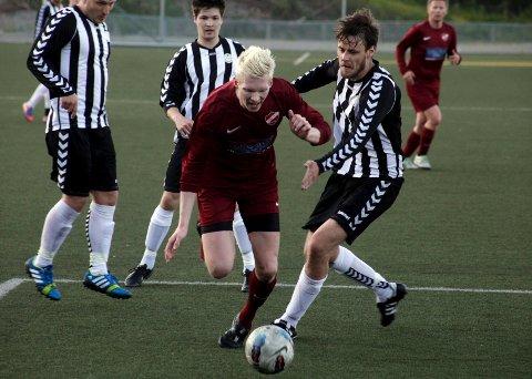 Daniel Bakka skaffer straffen som gir Langhus ledelsen 2-1.