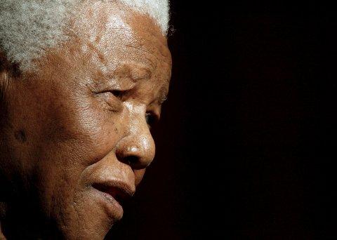 Apartheidregimet i Sør-Afrika holdt Nelson Mandela innesperret i nesten 27 år. Da han endelig ble løslatt, oppfordret han til forsoning. Torsdag døde han, 95 år gammel.