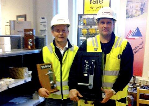 Låsmestere: Bedriftseier Roald Stræte (til venstre) og Tor Arild Olsen viser frem hva de driver med til daglig. Begge foto: Privat