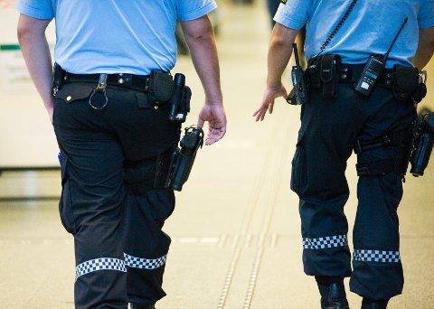 Politimenn med våpen. Bildet er tatt i Oslo under terrortrusselen mot Norge i sommer.