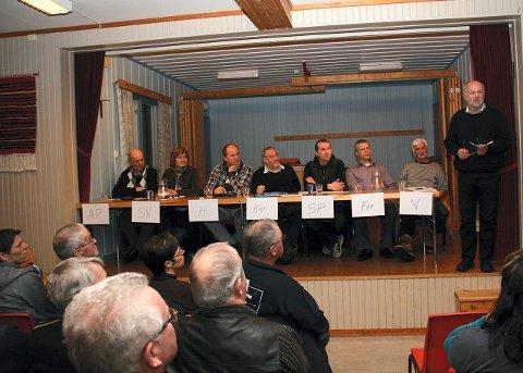 STØTTER ULVEOPPROPET: Jon Ola Lund (Ap), Marit Nyhuus (Sv), Kent Bakke (H), Olav Teppen (Frp), Ole André Storsnes (Sp), Bjørnar Steine (Frp) og Morten Algarheim (V) har alle skrevet under på at de støtter lokalbefolkningens kamp om å bli kvitt ulven fra dørstokken. Til høyre leder i Hedmark rovviltnemnd, Arnfinn Nergård.