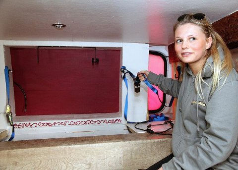SKUFFET: Anne-Sophie Smith og jentene på russebussen «Kappleiken» oppdaget tyveriet søndag kveld. FOTO: HANS HAMRE