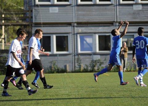 Faramarz Nemati jubler etter straffescoring, Drammen fotballklubb (DFK) mot Flint mandag kveld.