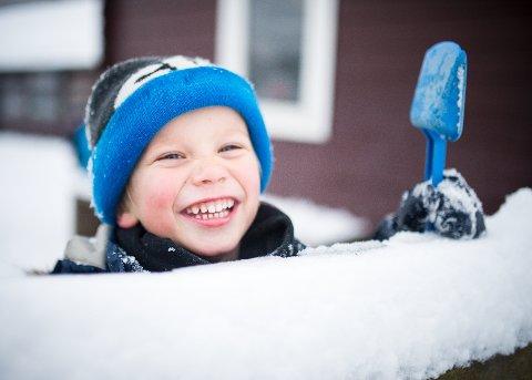 SNØ: Oscar Undset håper snøen blir liggende i lang tid fremover.