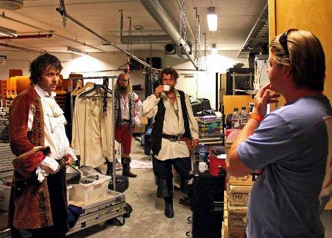 Gutta snakker business med daglig leder i Vi Piratas AS, Fredrik Torp.
