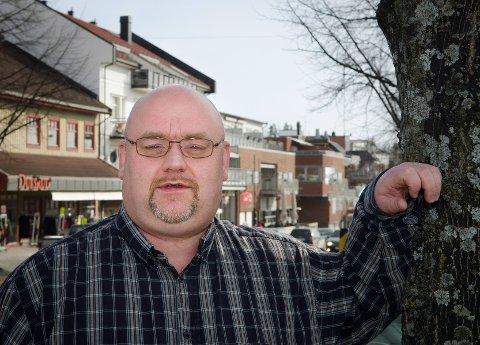 Mye å gripe fatt i: Tom Synstad kjenner seg igjen i Elisabeth Løvlis situasjon. Han har også slitt med overvekt, depresjon og angst. – Mange, inkludert meg selv, har opplevd hennes frustrasjon over å ikke få skikkelig hjelp, sier han. Foto: Ole Johan Storsve.