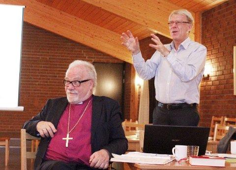 Lydhøre: Biskop Atle Sommerfeldt (til venstre) og Bjørn Solberg, leder av Borg bispedømmeråd.