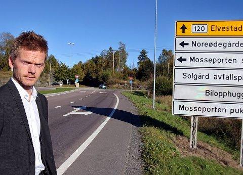 Høyres Tage Pettersen synes det er merkelig at Våler ikke har bygget en meter ny vei ved åpningen av Våler Næringspark, mens Moss må utvide Innfartsveien til firefelt ved full utbygging av næringsaksen Østre Moss.