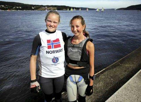 Caroline Heiberg (13) og Marie Bordal (13) var godt fornøyde etter helgens andreplass.