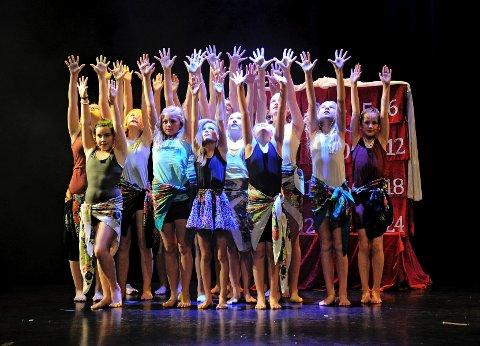Bak luke nummer 14, skjulte nummeret «Afro» seg. Gruppen Moderne Jazz 10-14, danset grasiøst til Løvenes Konge-musikk.