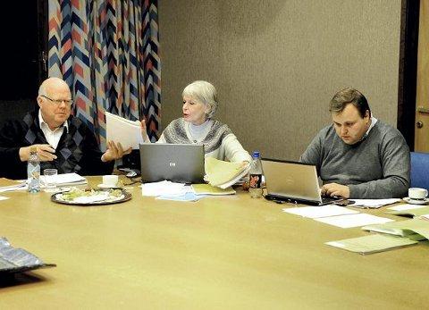 Utvalgsleder Thomas Sjøvold viste til offentlighetslovens §24.2 som omhandler dokumenter om lovbrudd, og unndro sex-bildene fra offentligheten. Etter at utvalget hadde studert bildene, ble de samlet inn (bildet) og makulert.