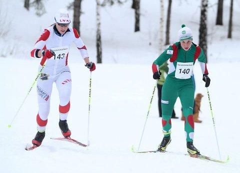 Lene Jensen Rogn (Rustad) sliter i motbakken. Til venstre kretsmester Ella Gjømle Berg (Lyn).
