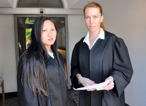 Bistandsadvokat Trine Rjukan (til venstre) og politiadvokat Pernille Flage. Politiet startet etterforskning av saken selv om fornærmede først hevdet at hun haddet falt ned trappa.