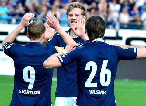 Den ektefødte Godset-gutten Lars Sætra har hatt mye å juble for i sesongstarten. Nå blir han værende i klubben.