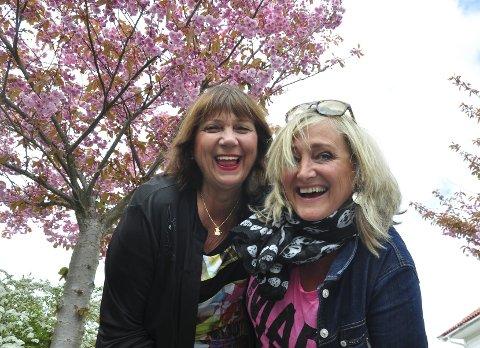 I full blomst: Wigdis Solberg og Nina Kongsfjell inviterer hele byen til å være med på å lage revy. Foto: Trude Brænne Larssen