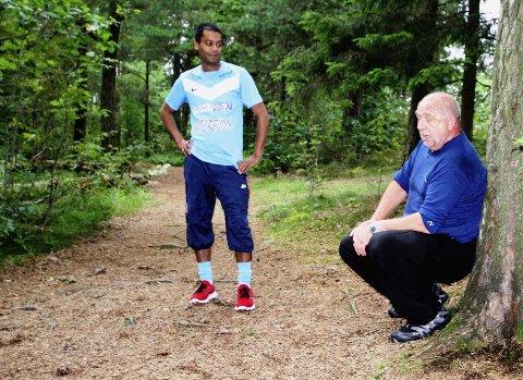 Hvilepause Arnleif Skei (t.h.) og Shakeel Rehman (Ap) etter bakkeløp.