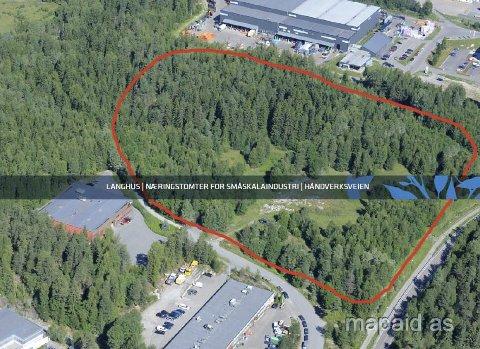 NÆRINGSEIENDOM: Dette området på Langhus ønsker Ski kommune å selge for en totalpris på vel 50 millioner kroner. FLYFOTO: MAPAID AS
