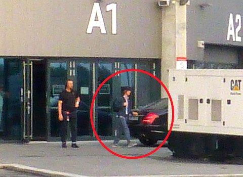 JAGGER: Her forlater Mick Jagger Telenor Arena etter øvelsen.