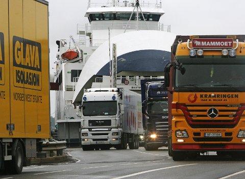 Kø og atter kø: Mange er forbannet på fergetrafikken fjennom Moss, men for Bastø Fosen er dett gull. foto: Pål Andreassen