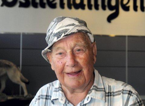 VAR DET EN UFO: Kristian Storhagen vil vite om flere så det samme som han gjorde mandag kveld.foto: jan kristoffersen