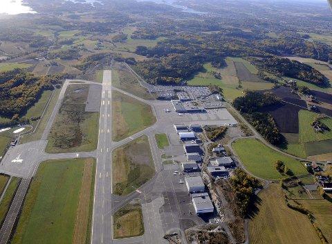 Torp har havnet under Rygge i antall reisende, men lufthavnsjefen er skråsikker på at veksten kommer tilbake. Foto: Per Gilding